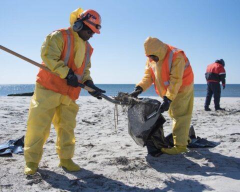 oil shore cleanup Jacob Riis Park Beach