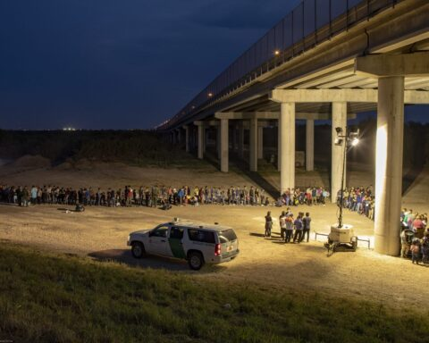 migrants cross rio grande