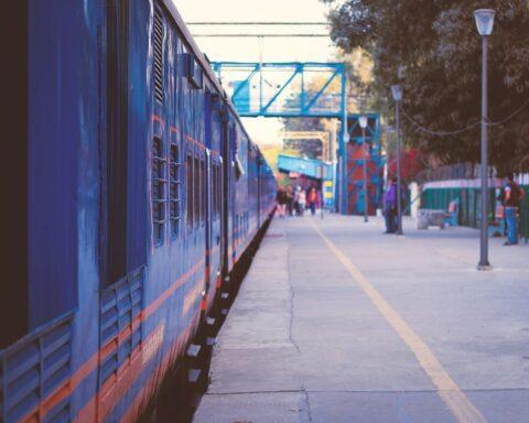 delhi train pixabay